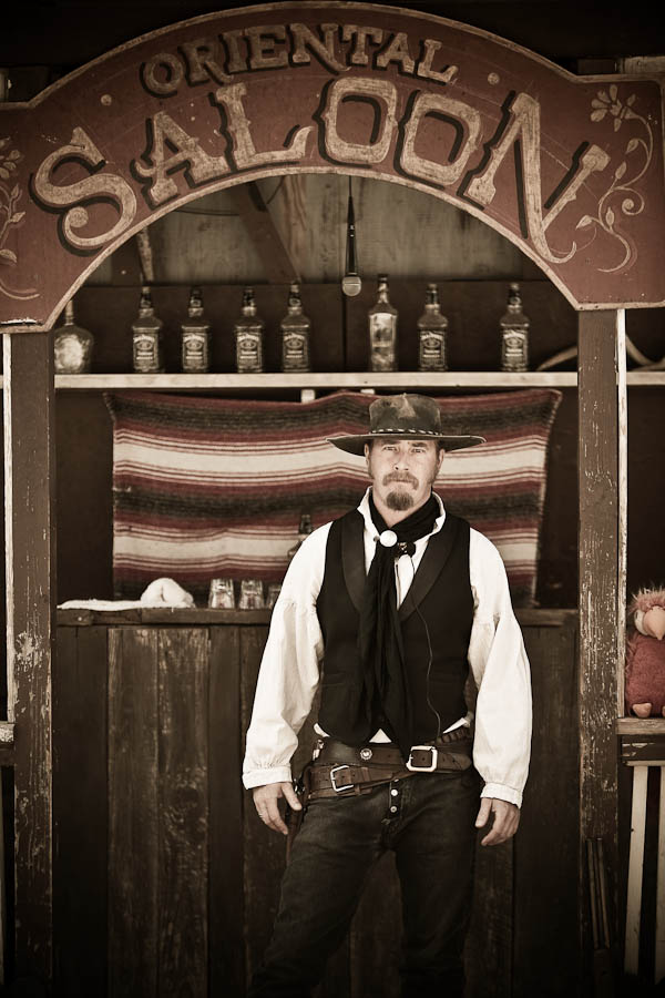 Six Gun Saloon Gunfighter