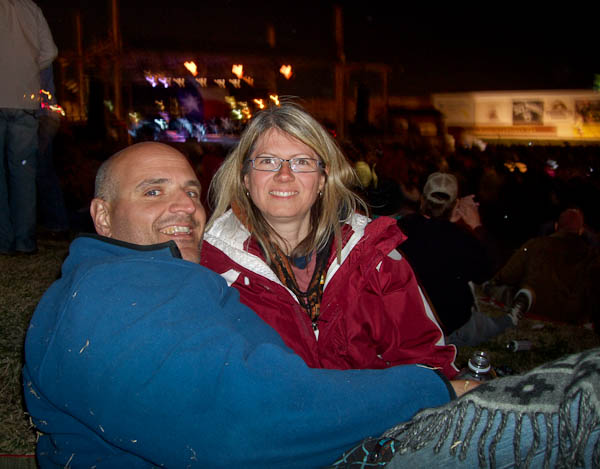rob and dar at willie nelson concert