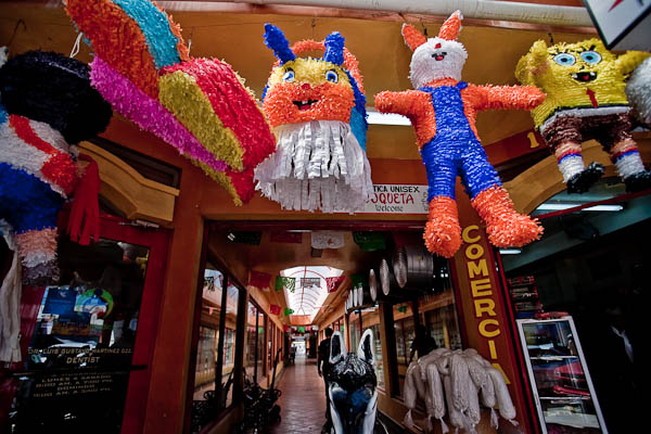 pinatas in mexico